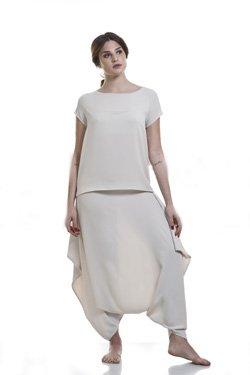 Abbigliamento Professionale Per Parrucchieri e Estetica - Maglia Teresa, Collo Barchetta, Pantalone Chimera In Crep Sabbia